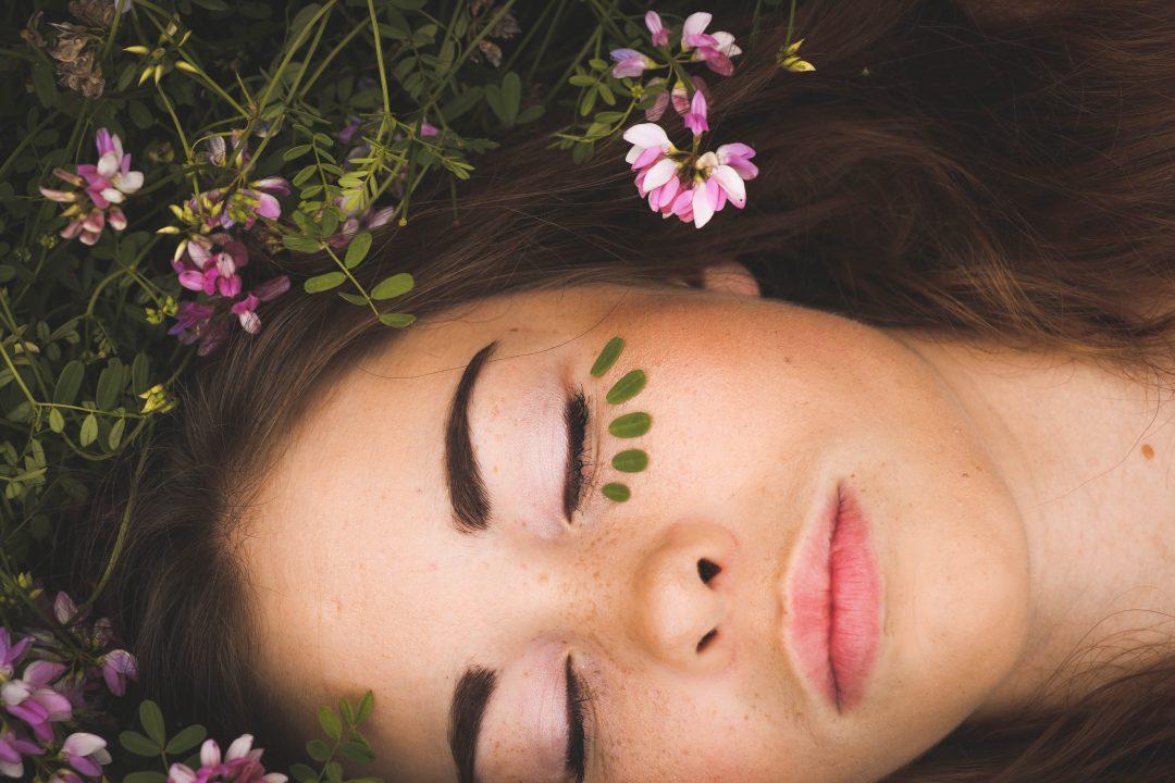 Comment adapter sa routine beauté à l'arrivée du printemps