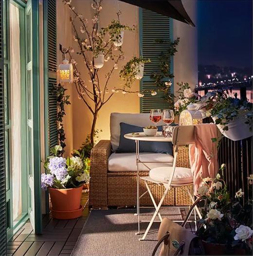 Aménager une petite terrasse avec un éclairage convivial