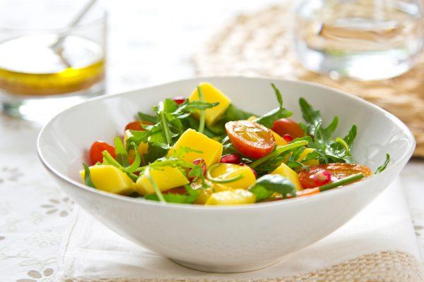 Salade d'été healthy : mangue concombre tomate