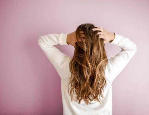 Comment prendre soin de ses cheveux à l'arrivée de l'automne ?