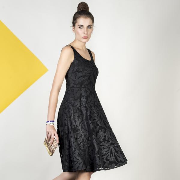Les Couleurs du Noir, la fameuse petite robe noire et ses accessoires de couleur