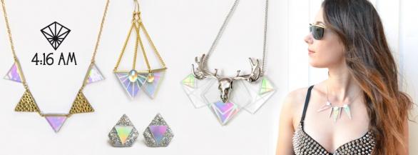 Les bijoux holographiques : la tendance de l'été !